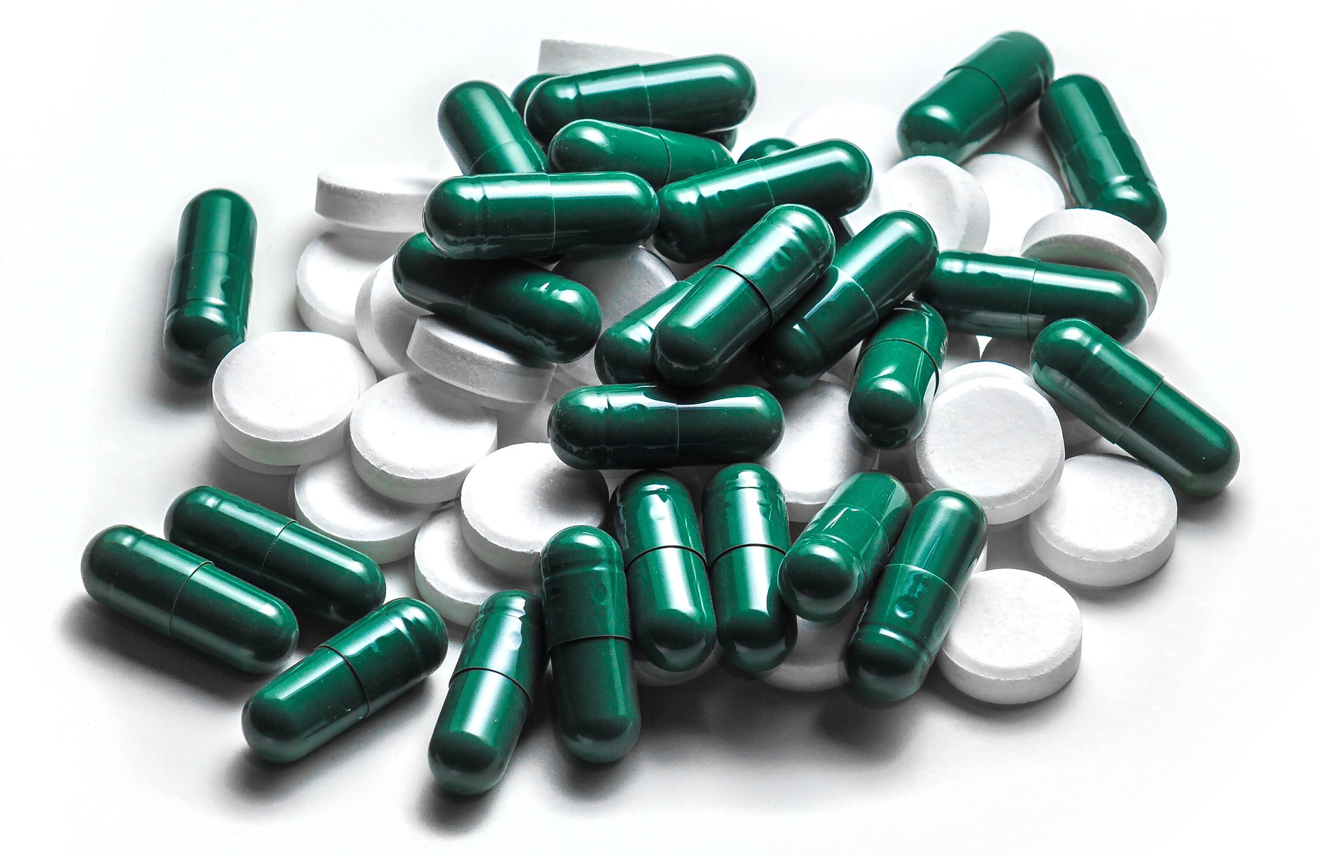 white-green-pills-capsules